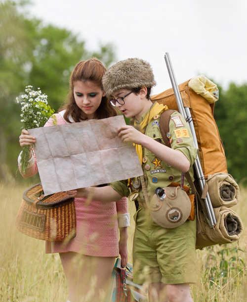 Suzy i Sam oglądają mapę.